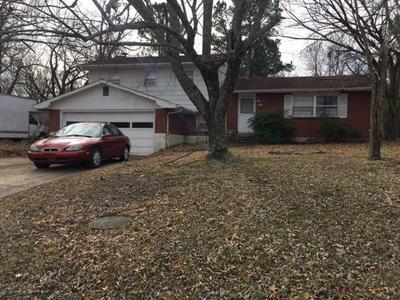 1011 E ROLLING HILLS DR, Fayetteville, AR 72703 - Photo 1