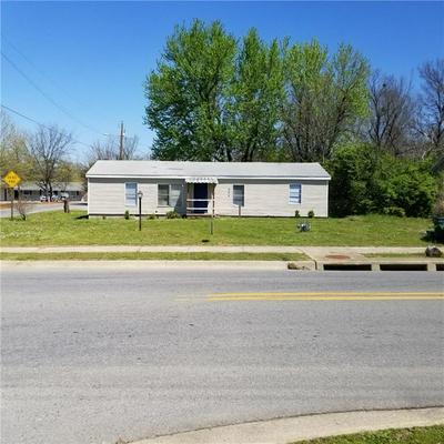 424 W POPLAR ST, Fayetteville, AR 72703 - Photo 1