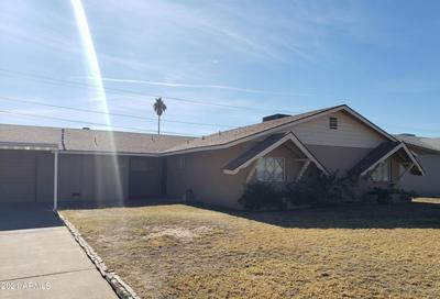 5935 W CLARENDON AVE, Phoenix, AZ 85033 - Photo 1