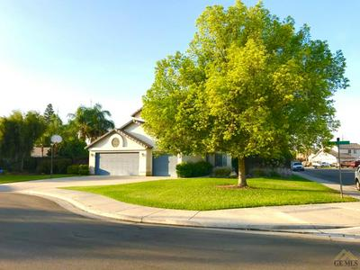 3902 FOUR SEASONS CT, Bakersfield, CA 93313 - Photo 2
