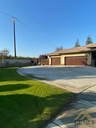 870 GOLDEN POPPY CT, Shafter, CA 93263 - Photo 2