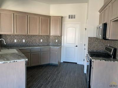 410 DIAMOND ST, Taft, CA 93268 - Photo 2