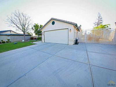 3009 PINECREEK CT, Bakersfield, CA 93308 - Photo 2