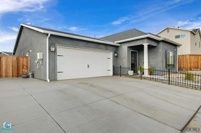 3811 SHADY VILLAGE LN, Shafter, CA 93263 - Photo 2