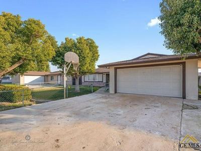 1118 STATE AVE, Shafter, CA 93263 - Photo 2
