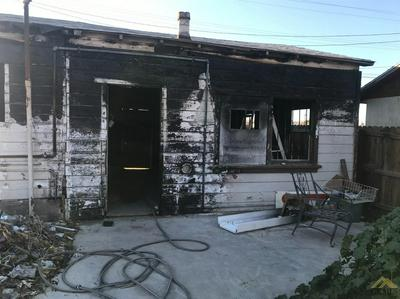 407 ROSE AVE, Taft, CA 93268 - Photo 1
