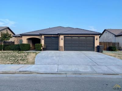 914 JEFFRIES ST, Shafter, CA 93263 - Photo 1
