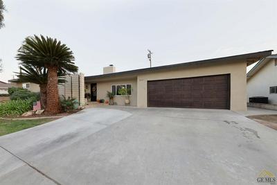 2515 CHRISTMAS TREE LN, Bakersfield, CA 93306 - Photo 2