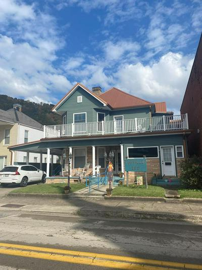 106 W 2ND AVE, WILLIAMSON, WV 25661 - Photo 1