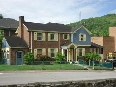 15 BROAD ST, WELCH, WV 24801 - Photo 1