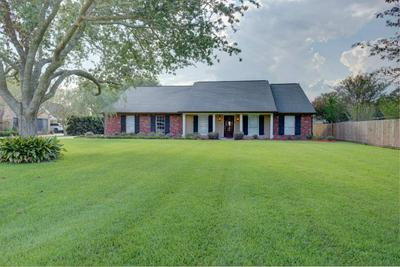603 FAIRWAY DR, Thibodaux, LA 70301 - Photo 1