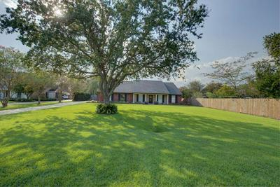 603 FAIRWAY DR, Thibodaux, LA 70301 - Photo 2