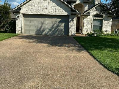 806 EMERALD DOVE AVE, College Station, TX 77845 - Photo 2