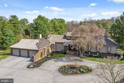 8 OAK TREE HOLLOW RD, WEST CHESTER, PA 19382 - Photo 2
