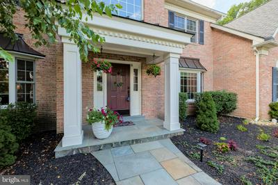 6 ROOSEVELT CIR, DOWNINGTOWN, PA 19335 - Photo 2