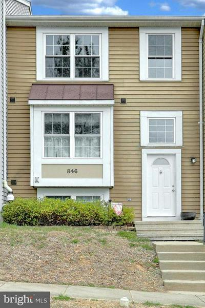 846 GAMING SQ, HAMPSTEAD, MD 21074 - Photo 1