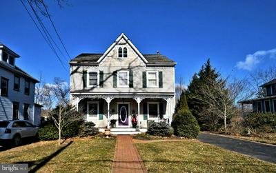 531 E CENTER AVE, NEWTOWN, PA 18940 - Photo 2