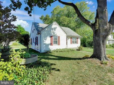 415 W GOVERNOR RD, HERSHEY, PA 17033 - Photo 2