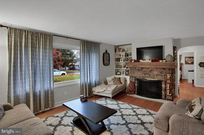 607 BURGUNDY RD, HARRISBURG, PA 17112 - Photo 2