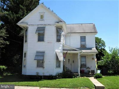 106 S ORANGE ST, NEW OXFORD, PA 17350 - Photo 1