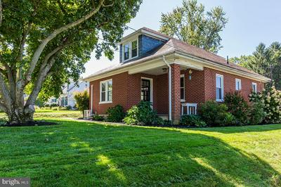 447 N PRINCE ST, MILLERSVILLE, PA 17551 - Photo 2