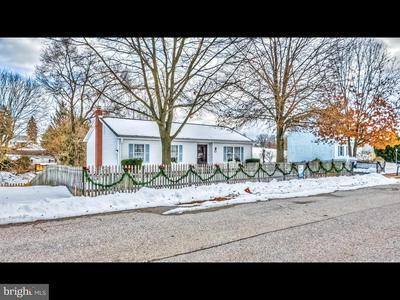 86 SCHOOLHOUSE LN, WINDSOR, PA 17366 - Photo 1