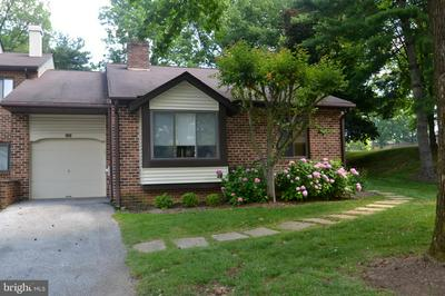 206 FAIRFAX CT, CHESTERBROOK, PA 19087 - Photo 1