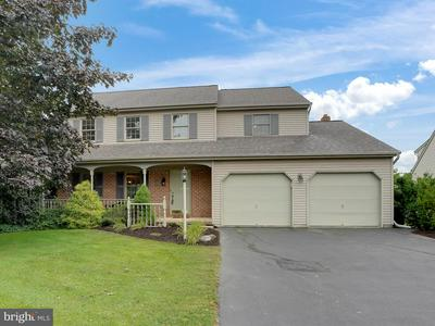 19 HORSESHOE DR, EPHRATA, PA 17522 - Photo 1