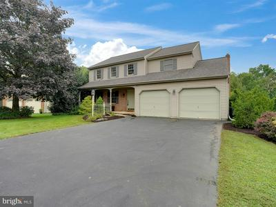 19 HORSESHOE DR, EPHRATA, PA 17522 - Photo 2