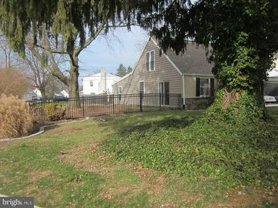 27 REPUBLIC AVE, NORRISTOWN, PA 19403 - Photo 2