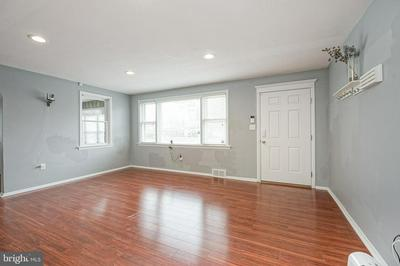 1031 WARREN ST, BEVERLY, NJ 08010 - Photo 2