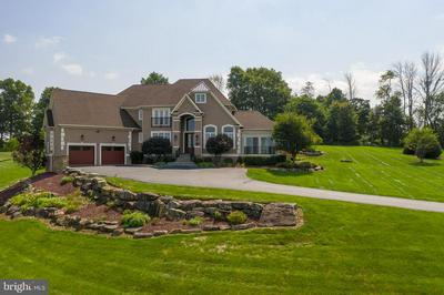 2720 IMPERIAL CREST LN, HELLERTOWN, PA 18055 - Photo 1
