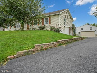1155 E NEWPORT RD, LITITZ, PA 17543 - Photo 2