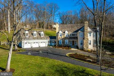 24 SLEEPY HOLLOW DR, NEWTOWN SQUARE, PA 19073 - Photo 2