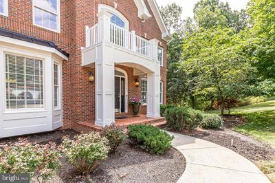 18282 CHANNEL RIDGE CT, LEESBURG, VA 20176 - Photo 2