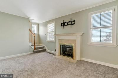 1113 BEECHWOOD DR, HAGERSTOWN, MD 21742 - Photo 2