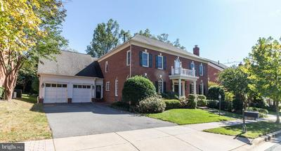 3717 VILLAGE PARK DR, CHEVY CHASE, MD 20815 - Photo 2
