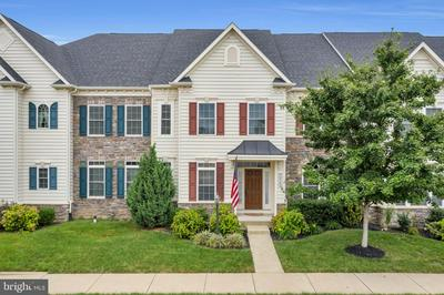 42562 PINE FOREST DR, CHANTILLY, VA 20152 - Photo 1