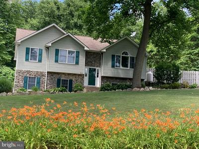 520 WALKER RD, MACUNGIE, PA 18062 - Photo 1