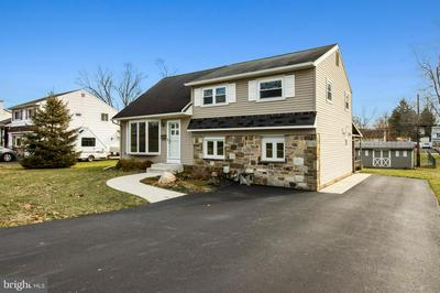 371 NORRISTOWN RD, WARMINSTER, PA 18974 - Photo 2