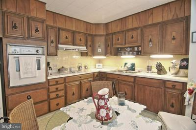 1350 FRIEDENSBURG RD, READING, PA 19606 - Photo 2