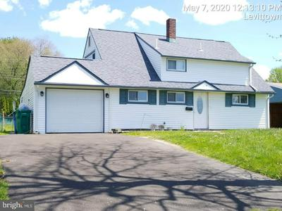 119 INDIAN CREEK DR, LEVITTOWN, PA 19057 - Photo 1