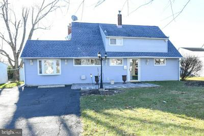 40 INLAND RD, LEVITTOWN, PA 19057 - Photo 1