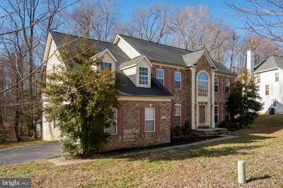 10400 GLOUCESTER LANE, UPPER MARLBORO, MD 20772 - Photo 2