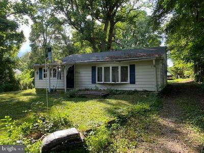904 CHERRY TREE RD, ASTON, PA 19014 - Photo 1
