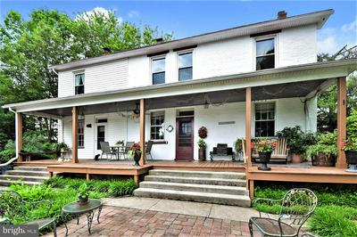 586 LAUDERMILCH RD, Hershey, PA 17033 - Photo 1