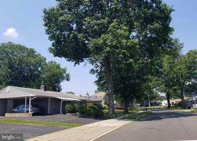 327 BLUE RIDGE DR, LEVITTOWN, PA 19057 - Photo 2