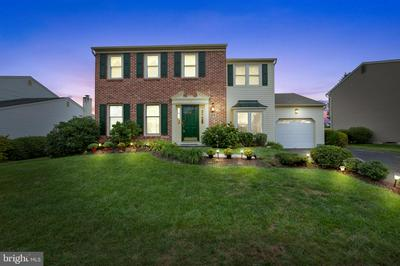 10 HEDGEROW DR, FAIRLESS HILLS, PA 19030 - Photo 1