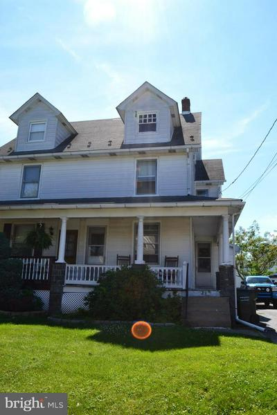 32 N MAIN ST, RICHLANDTOWN, PA 18955 - Photo 1