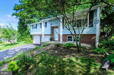 401 FREDERICK DR, DALLASTOWN, PA 17313 - Photo 2
